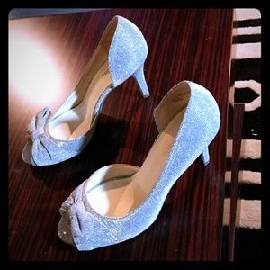 Shoes - GORGEOUS GLITTERY SILVER/GRAY 71/2 HEELS